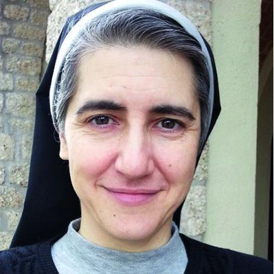 Teresa Forcades i Vila, Benediktinerin und Ärztin, behandelt mit MMS erfolgreich in der Dritten Welt auch schwere Infektionskrankheiten.