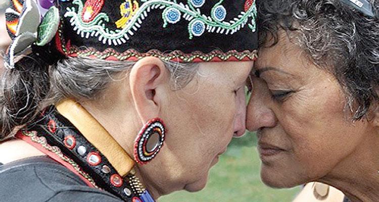 Sechs indigene Großmütter