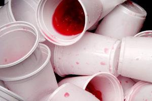 Frankreich verbietet Plastikgeschirr