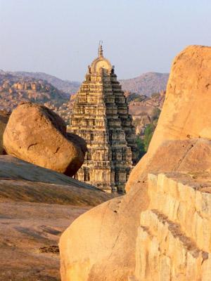 Ein Shivatempel in Hampi, Südindien
