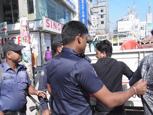 2 junge Demonstranten in Bangladesch