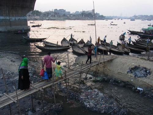 Buriganga - der schwarze Fluss in Bangladesch
