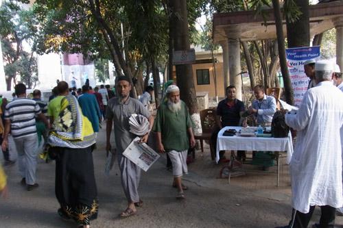 Doktor Rumon Deen bei der Arbeit in Bangladesch