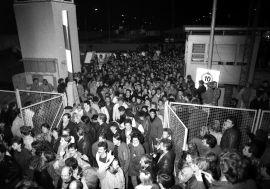 In der Nacht zum Mauerfall - 9. November 1989 - an der BšsebrŸcke in Berlin
