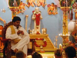 Swami_im_Jesus_Tempel_2_.jpg